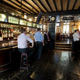 The Old Doctor Butler's Head Moorgate Bar 2